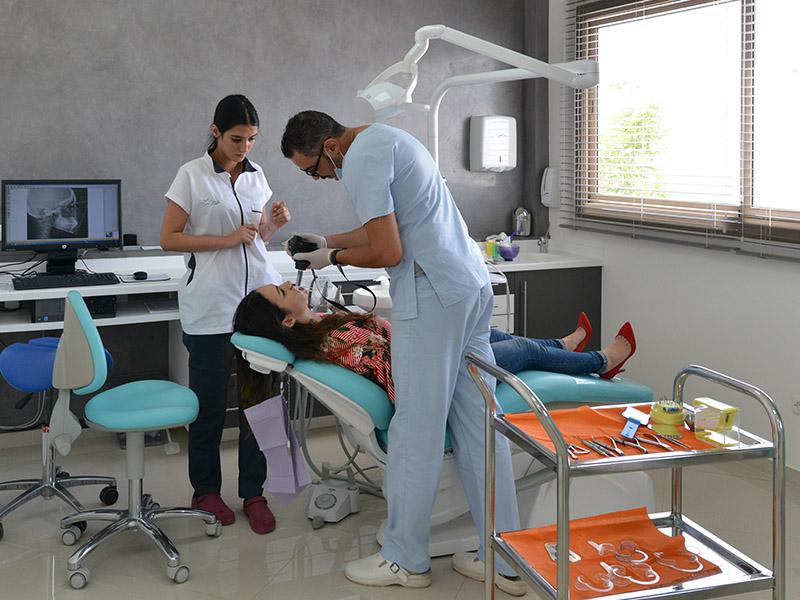 Dr. Anas BOUZIA Clinique dentaire d'Agadir